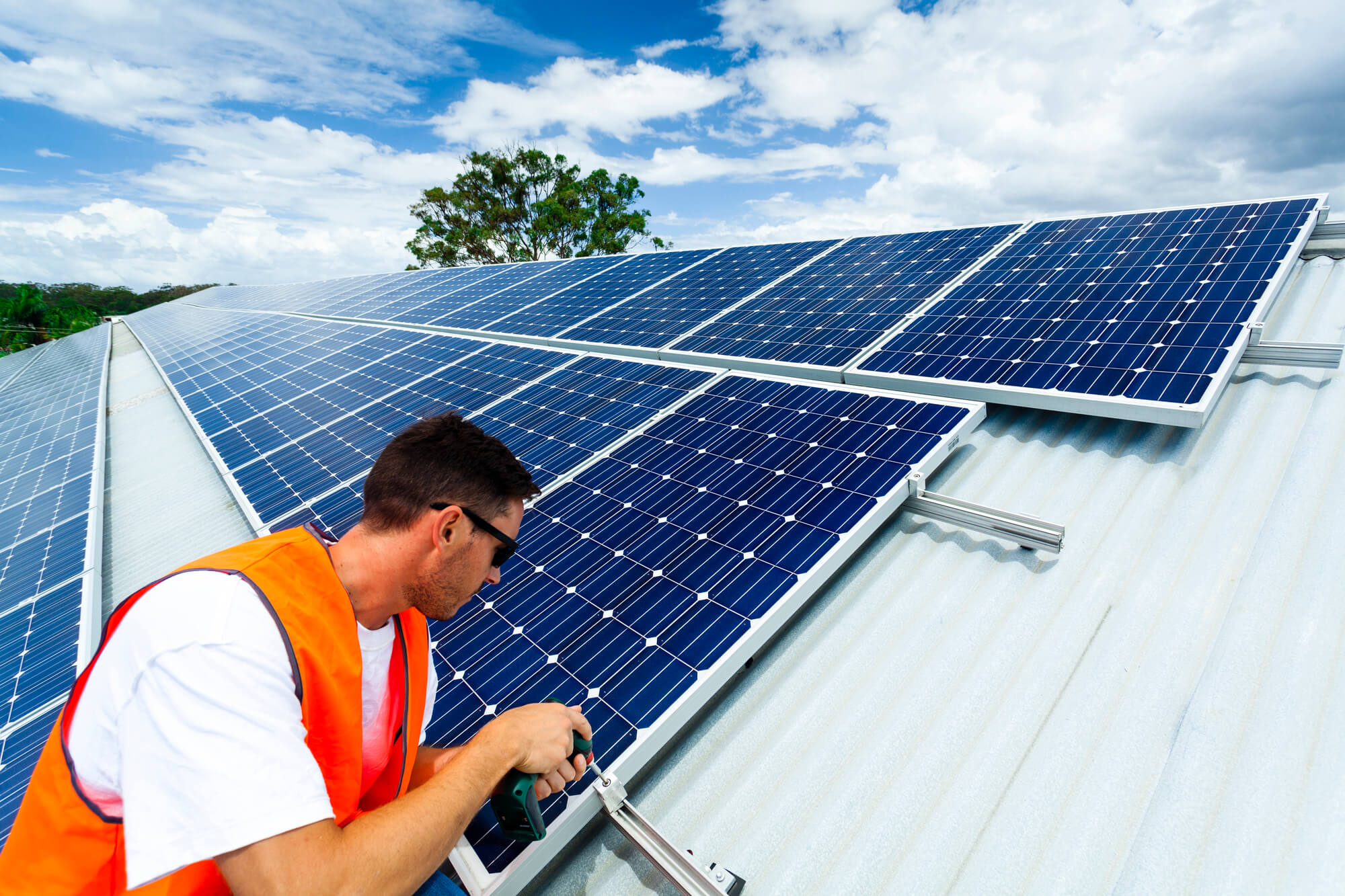 Você sabe o que é um kit de energia solar? Descubra aqui