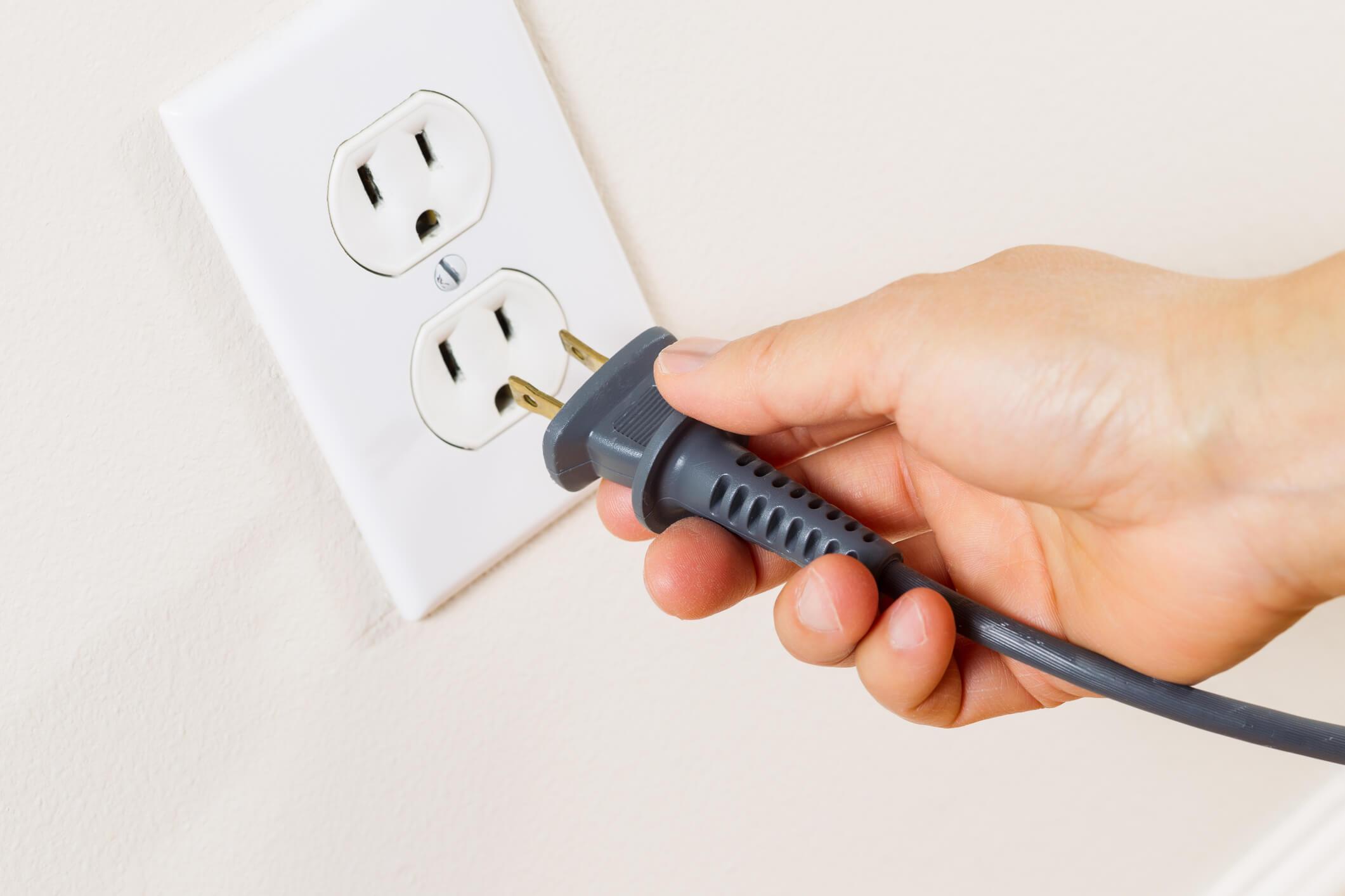 Afinal, deixar aparelhos na tomada gasta energia? Entenda aqui