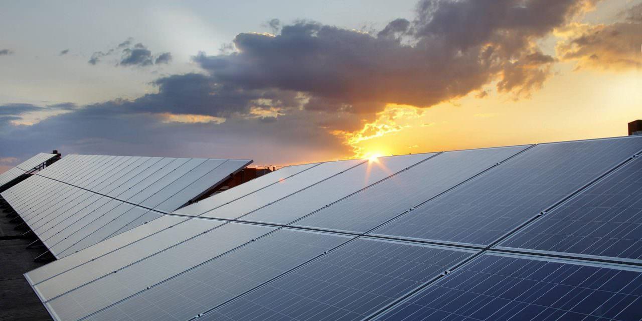 Saiba mais sobre o crescimento nos investimentos em energia solar até 2030
